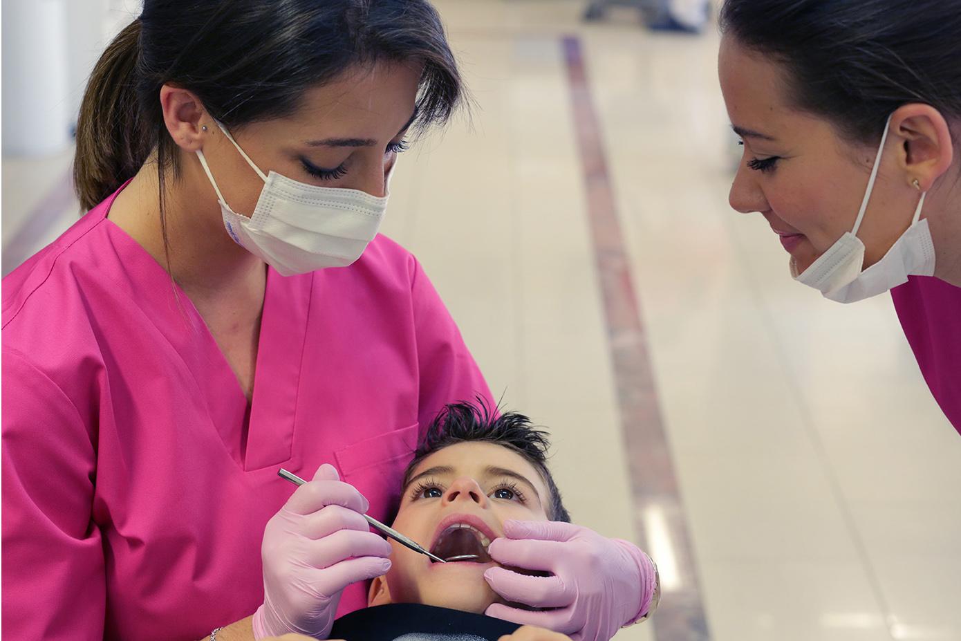 Auxiliares trabajando en Ortodoncia Encinas
